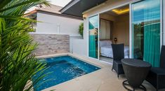 Experience luxury in your home by having a plunge pool plunge pool 2 bedroom villa KWGLAEV Small Backyard Patio, Backyard Patio Designs, Backyard Pools, Outdoor Pool, Backyard Ideas, Swimming Pool Designs, Swimming Pools, Small Basin, Spa Design