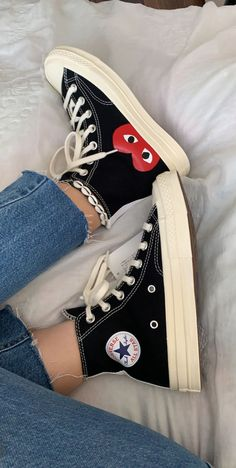 Dr Shoes, Swag Shoes, Hype Shoes, Me Too Shoes, Cute Sneakers, Shoes Sneakers, Mode Converse, Black Converse Shoes, Black High Top Converse