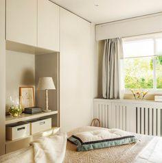 Armario a medida en blanco con tocador en dormitorio principal (00400166)