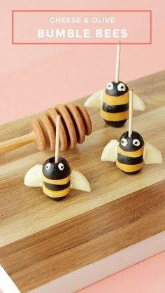 This is an adorable snack recipe for Cheese & Olive Bees by Glitter and Bubbles. Bug Snacks, Best Pecan Pie Recipe, Tapas, Easy Party Food, Queso, Bumble Bees, Bumble Bee Foods, Kids Meals, Bubbles