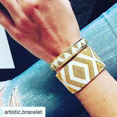 Hello les filles!! Depuis quelques jours les patrons de certains modèles de manchette Artistuc Bracelet sont dispo! Vous pouvez les retrouver sur Little mercerie, vous trouverez le lien dans ma bio! Bonne journée  #delicas #miyuki #perles #tissage #peyote #bracelet #manchette #jenfiledesperleserjassume #diy #bracelet #bijoux #satine