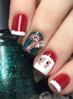 I'm always for shine and sparkles especially for such important days like those that follow. When we will shine, if not in the craziest night? Santa Claus observe us and from our nails to see whether we are good to bring us presents and lollipop!