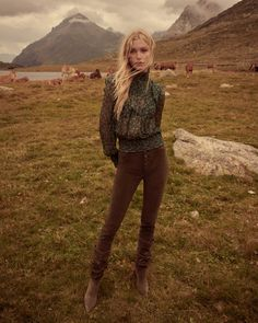 Andreas Ortner travels to Switzerland's St. Moritz for Free People's holiday 2019 campaign. Models Camilla Christensen and Lydia Graham layer up in cozy looks… Portrait Editorial, Editorial Fashion, Saint Moritz, Amanda, Moda Boho, Outdoor Fashion, Sweater Fashion, Camilla, Fashion 2020