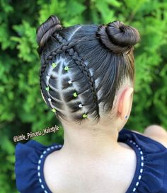 La imagen puede contener: una o varias personas y exterior Little Girl Hairstyles, Easy Hairstyles, Middle Hair, Short Hair Styles, Natural Hair Styles, Baby Girl Hair, Girls Braids, Hair Videos, Prom Hair