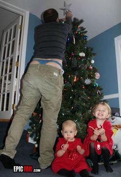 Recomendaciones navideñas para el #Murcie  @titorq   avoid compromising  lingerie. Christmas Family Photo #FAIL #Funny