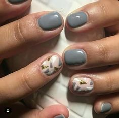 Grises is part of Cute Short nails Blondes - Cute Short nails Blondes Gel Pedicure, Pedicure Ideas, Nail Ideas, Gray Nails, Pretty Toes, Pretty Nails, Short Nail Designs, Nail Envy, Nail Decorations