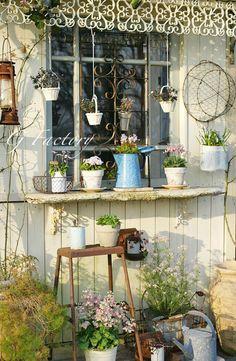 Garden Junk, Garden Art, Home And Garden, Garden Sheds, Shabby Chic Garden, Potting Sheds, She Sheds, Mediterranean Garden, Backyard