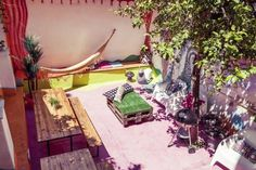 Lisbon Chillout Hostel Privates Lisboa Located in the centre of Lisbon, Chillout Hostel offers simple accommodation 1 km away from both Avenida and Marquês de Pombal Metro Stations. It features free internet and a 24-hour reception.