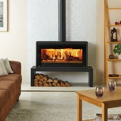 This Freestanding stove version of the Stovax Studio 2 wood burning inset fire .,This Freestanding stove version of the Stovax Studio 2 wood burning inset fire offers you up What's wood burning ? Fireplace Hearth, Home Fireplace, Fireplace Design, Fireplace Ideas, Wood Burner Fireplace, Wood Burning Fireplaces, Wood Burning Stoves, Wood Burning Stove Corner, Gas Stove Fireplace