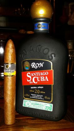 Two big names of Cuban light rum and Habanos. Rum Santiago de Cuba Extra Aged 20 years and Cohiba Pirámides. Cigars And Whiskey, Good Cigars, Pipes And Cigars, Whiskey Gifts, Rum, Cigar Accessories, Cigar Smoking, Liquor Bottles, Scotch Whisky