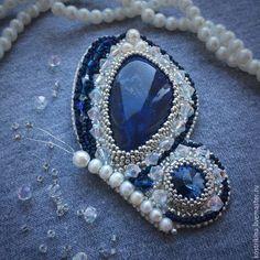 """Купить Брошь """"Бабочка"""" - серебряный, синий, бисер японский, брошка, swarovski, природа, бисерное украшение"""