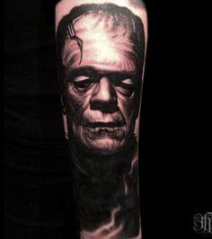 Tatouage by Nikko Hurtado sur le bras: portrait de Frankenstein