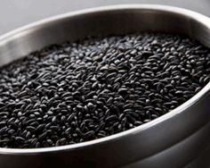 Health Benefits of Black Rice < Organic Food & Drinks Short Grain Brown Rice, Whole Grain Rice, Long Grain Rice, Benefits Of Organic Food, Health Benefits, Cooking Black Rice, Rice Plant, Whole Food Recipes, Healthy Recipes