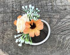 Kvietková gumička do vlasov vyrobená z umelých kvietko v oranžovej farbe Plants, Plant, Planets