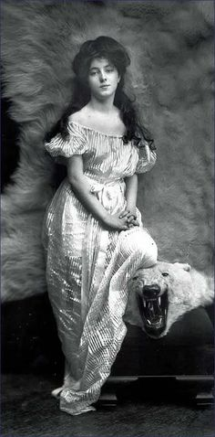 Bygone fashion model; Evelyn Nesbit, the Gibson Girl.