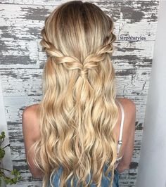 """832 Likes, 6 Comments - BRAIDS   UPDOS   INSPIRATION (@beyondtheponytail) on Instagram: """"Beautiful H A L F UP look created by @stephhstyles @stephhstyles ✨ #ropetwist #beyondtheponytail"""""""