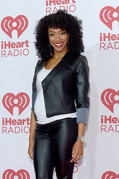 PREGNANT SONEQUA MARTIN-GREEN - SHOWS OFF HER ADORABLE TUMMY.  I wonder if they wrote her pregnancy into the show or just hid her belly?