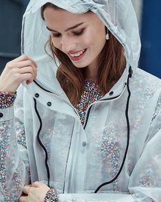 Translucide. Vinyl Raincoat, Plastic Raincoat, Pvc Raincoat, Rainy Day Fashion, New Fashion, Womens Fashion, Latex Lady, Hooded Cloak, Raincoats For Women