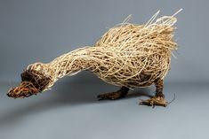 Chicken Wire Art, Chicken Wire Sculpture, Bird Sculpture, Garden Sculpture, Metal Sculptures, Garden Crafts, Garden Projects, Garden Art, Willow Weaving