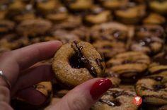 Medovo-ořechová kolečka slepována marmeládou