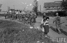 2) 인천상륙작전 성공 후 서울로 진격하는 미 해병대와 어린이들