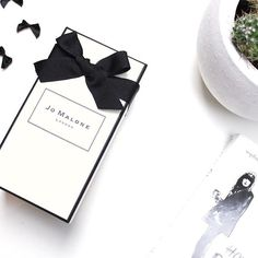 What should this be?! It's definitly gorgeous and one of my favorite brands  @jomalonelondon #jomalone #scent #gorgeous #favorite #minimalism #simplify #white #love #beautiful #photography #blogger #lifestyleblogger #styleblogger #fashion #fashionblogger #canon #bblogger #beautyblogger #photooftheday #style #travel #snapshot #follow #happy #like #style #dutchblogger #pr #influencer