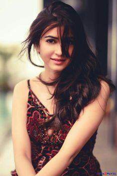 Kriti Kharbanda Beautiful HD Photoshoot Stills Kirti Kharbanda, Photoshoot Pics, Stylish Girl Images, Most Beautiful Indian Actress, Hair Photo, About Hair, India Beauty, Beautiful Celebrities, Actress Photos