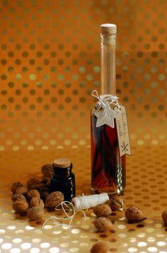 Domácí vanilkový extrakt • Tvoříme domov Vodka, Wine, Drinks, Bottle, Alcohol, Drinking, Beverages, Flask, Drink
