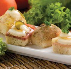 Tradicional receta alemana, en variadas presentaciones jamón, salami, queso, ensalada rusa y atún