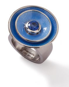 Blue enamel discs on the interchangeable conical ring.