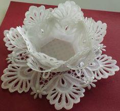 Vellum Crafts, Vellum Paper, Paper Art, Paper Crafts, Hobbies And Crafts, Crafts To Make, Crochet Placemats, Parchment Cards, Felt Christmas Decorations