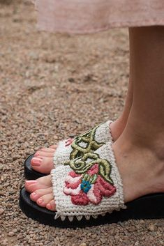 Grab your favorite pair of sandals and attach crochet to create your own stunning Sumptuous Sandals! Designer Brenda K. B. Anderson chose a gorgeous embroidery pattern and the perfect summery colors, but you can also choose your own designs and colors to make your pair of crochet sandals unique.