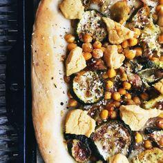 Pizza végane hummus et légumes grillés