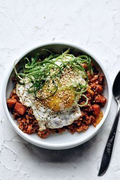 Fast, tasty, and dead simple to make. Make Easy Kimchi Fried Rice and put dinner on the table in 15 minutes with old kimchi, old rice, and a bit of pork. 15 Min Meals, Quick Meals, Korean Dishes, Korean Food, Chinese Food, Kimchi Fried Rice, Fast Food, Cook Up A Storm, Fusion Food