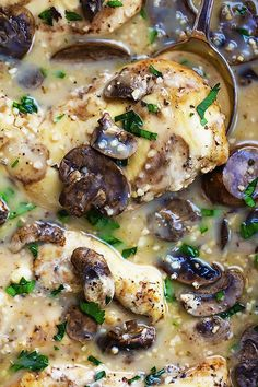 Slow Cooker Chicken Marsala - easy, saucy and flavorful slow cooked chicken in marsala sauce! | Creme de la Crumb