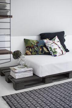 Palette + mattress = sofa