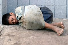 homeless child from Nicaragua. Always be thankful. You have it rough. think again, some human being has even less than you! Poor Children, Precious Children, Save The Children, Beautiful Children, Poor Kids, Kids Around The World, People Around The World, Kinder In Not, World Poverty