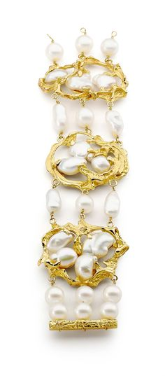 Inspired by the californian lifestyle and ocean, Linneys, bracelet in white and yellow gold with Australian South Sea pearls and diamonds