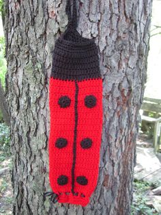 Crochet Plastic Bag Holder Ladybug Red and Black Free Crochet Bag, Crochet Tote, Crochet Purses, Crochet Gifts, Crochet Bag Tutorials, Crochet Purse Patterns, Crochet Projects, Bag Patterns, Lady Bug
