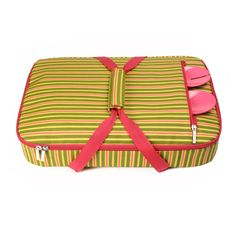 The 'St. Charles' casserole carrier is the perfect way to tote your favorite dish to family parties, tailgate gatherings, friends' houses or holiday parties. Made with a laminated printed canvas exterior and a bright colored interior, the Casserole Carrier is made to fit a 9 x 13 dish or smaller. It also features an exterior pocket large enough to hold your serving utensils. Stop by & check out the many fun designe we have in stock! Find it ...at Mary's!