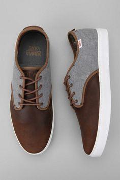OTW BY Vans Ludlow Sneaker. Vans has done it again. Vans is so progressive in the fashion industry. I urge vans to make more formal footwear. Sharp Dressed Man, Well Dressed Men, Vans Ludlow, Men Dress, Dress Shoes, Dress Loafers, Style Masculin, Zapatillas Casual, Mode Masculine