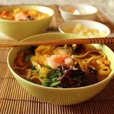 Korean soup with chilli, soy, shrimps, mun mushrooms and udon pasta.  [recipe in English, scroll down]