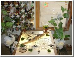 Reggio inspired - spiders on the light table Panel Led, Reggio Inspired Classrooms, Overhead Projector, Light Board, Small World Play, Inspired Learning, Sensory Table, Table Design, Nature Table