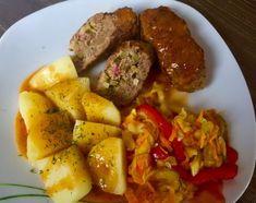 Zrazy z mięsa mielonego w pysznym sosie, które szybko się robi i są naprawdę bardzo smaczne! Jeśli znudziły Was się zwykłe kotlety mielone a nie macie zbyt wiele czasu na przyrządzenie wymyślnego obiadu to polecam gorąco ten pomysł My Favorite Food, Favorite Recipes, Polish Recipes, Polish Food, Pot Roast, Catering, Recipies, Pork, Food And Drink