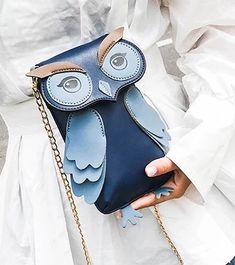 I love owl knick-knacks. My grandmother had a huge collection. I still have several pieces, they remind me of her. Leather Bags Handmade, Handmade Bags, Leather Handbags, Leather Wallet, Owl Bags, Leather Bag Pattern, Novelty Bags, Animal Bag, Bag Patterns To Sew