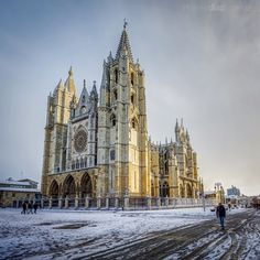 Gothic Cathedral, Iglesias, Imagines, First Photo, Castles, Spain, Places To Visit, Building, House