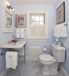 Só quem usa um banheiro pequeno pequeno sabe as dores e os amores de se ter um ambiente como esse em casa. Na maioria das vezes, não há espaço para guardar tudo o que precisamos, mas uma vez acostumados ao espaço, vemos que não é tão ruim assim! A seguir, reunimos 20 fotos para você que gosta do seu banheiro, mesmo que pequenino, encontrar inspiração para dar um up nesse ambiente, que muita vezes é negligenciado.