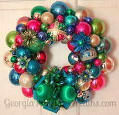 How to make a Christmas wreath out of vintage ornaments -- Georgia Peachez' secrets - Retro Renovation