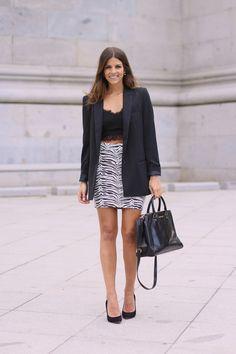 trendy_taste-look-outfit-street_style-ootd-blogger-fashion_spain-moda_españa-blazer_negra-salones_negros-tacon_dorado-golden_heels-zebra_skirt-falda_cebra-michael_kors-chic-formal-9