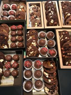 Chocolate Sweets, Chocolate Gifts, Chocolates, Ganache, Chocolate Packaging, Muffin, Sugar, Drink, Breakfast